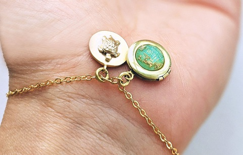 Non tarnish coating My Beautiful Honu Minimalist Locket Bracelet
